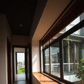 <p> Không gian bên trong ngập tràn ánh sáng tự nhiên nhờ lớp cửa kính.<br /> </p>
