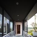 <p> Lối đi giữa các khối nhà được thiết kế đơn giản.</p>
