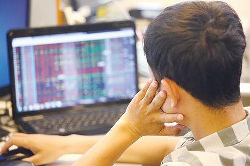 Hiện nay, việc DNNN cổ phần hóa lên sàn chứng khoán vẫn còn chậm.