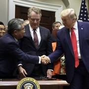 Mỹ - Nhật Bản chính thức ký kết thỏa thuận thương mại song phương