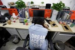 Tan giấc mơ làm giàu, giới trẻ Trung Quốc tẩy chay lịch làm việc 996