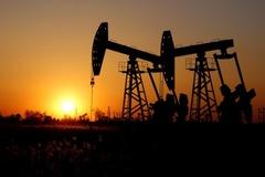OPEC cam kết hành động để cân bằng thị trường, giá dầu tăng