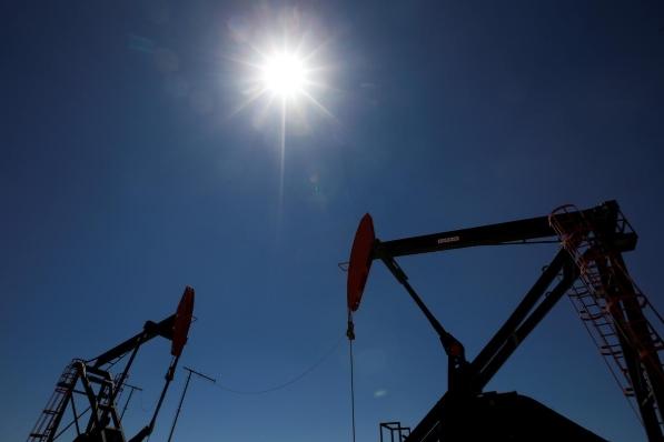 Tàu chở dầu Iran bị tấn công, giá dầu tăng