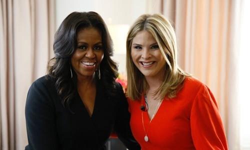 Cựu đệ nhất phu nhân Michelle Obama và Jenna Bush Hager, con gái cựu tổng thống Mỹ George W. Bush. Ảnh: NBC.