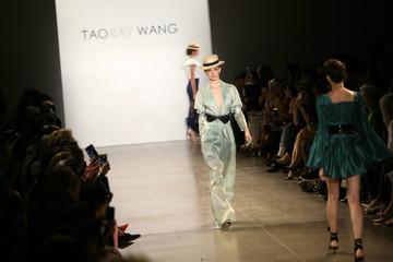 Trung Quốc: Từ 'công xưởng thế giới' thành nơi lan tỏa xu hướng thời trang