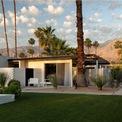 """<p class=""""Normal""""> <strong>2. L'Horizon Resort &amp; Spa</strong></p> <p class=""""Normal""""> Địa điểm: Palm Springs, California</p> <p class=""""Normal""""> Giá khởi điểm/đêm: 410 USD</p> <p class=""""Normal""""> L'Horiz được tạo thành từ 25 ngôi nhà gỗ với thiết kế giống như nhà riêng. Khách sạn được xây dựng vào năm 1952 để làm nơi nghỉ ngơi cho nhà sản xuất Hollywood Jack Wrather. Ở đây, ông đã tiếp đón những vị khách như Marilyn Monroe và Ronald Reagan. Đây là khu nghỉ dưỡng duy nhất ở Mỹ lọt vào danh sách của Condé Nast Traveler. (Ảnh:<em> L'Horizon</em>)</p>"""