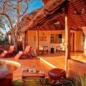 """<p class=""""Normal""""> <strong>11. Elewana Elsa's Kopje</strong></p> <p class=""""Normal""""> Địa điểm: Công viên quốc gia Meru, Kenya</p> <p class=""""Normal""""> Giá khởi điểm/đêm: Chỉ thông báo giá khi được yêu cầu</p> <p class=""""Normal""""> Nằm trong một công viên ở Kenya,Elewana Elsa's Kopje gần khu bảo tồn tê giác và du khách lưu trú ở đây có thể thường xuyên nhìn thấy những đàn voi, hà mã và sư tử. Khu nghỉ dưỡng này mở cửa năm 1999 với 11 khu nhà riêng. (Ảnh: <em>Elewana Collection</em>)</p>"""