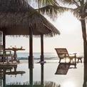 """<p class=""""Normal""""> <strong>9. Naladhu Private Island</strong></p> <p class=""""Normal""""> Địa điểm: South Male Atoll, Maldives</p> <p class=""""Normal""""> Giá khởi điểm/đêm: 948 USD</p> <p class=""""Normal""""> Khu nghỉ dưỡng Naladhu Private Island gồm 20 ngôi nhà, mỗi ngôi nhà có một hồ bơi riêng. Nơi đây được yêu thích bởi sự riêng tư, kín đáo và sang trọng. (Ảnh: <em>Anantara</em>)</p>"""