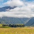"""<p class=""""Normal""""> <strong>8. Deplar Farm</strong></p> <p class=""""Normal""""> Địa điểm: Ólafsfjörður, Iceland</p> <p class=""""Normal""""> Giá khởi điểm/đêm: 2.612 USD</p> <p class=""""Normal""""> Khu nghỉ dưỡng này trước đây là một trang trại cừu. Nơi đây chỉ có 13 phòng cho khách và một spa. Các hoạt động nổi bật tại khu nghỉ dưỡng bao gồm trượt tuyết trực thăng và câu cá hồi. (Ảnh: <em>Eleven Experience</em>)</p>"""