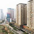 <p> Theo quy hoạch chung xây dựng Thủ đô, khu vực nội đô lịch sử được xác định là hạn chế phát triển nhà ở, công trình cao tầng, giảm mật độ xây dựng và mật độ cư trú, song song với đó là ở các đô thị vệ tinh, các khu đô thị mới phải được xây dựng nhà ở đạt tiêu chuẩn quốc gia, đáp ứng cho nhiều đối tượng sử dụng để giảm tải cho đô thị trung tâm.</p>
