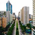 """<p> Lê Văn Lương được xem là tuyến phố điển hình về mật độ chung cư dày đặc.Tuyến phố có chiều dài 2 km nhưng """"cõng"""" khoảng 40 toà nhà cao ốc, chủ yếu là chung cư và văn phòng.</p>"""