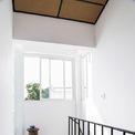 <p> Từ màu sơn, cách bài trí đến cách lựa chọn hệ thống cửa, nội thất đều nhằm mục đích tạo sự thông thoáng tối đa.</p>