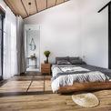 <p> Phòng ngủ được bài trí theo phong cách tối giản.</p>
