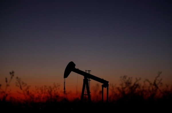 IMF hạ dự báo tăng trưởng toàn cầu, giá dầu giảm