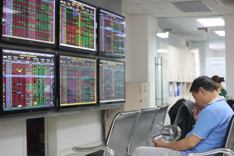 Ngày 17/10: CW dựa theo cổ phiếu HPG, VHM và VHM đi ngược thị trường