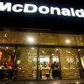 """<p class=""""Normal""""> <strong>9.<span> </span>McDonald's</strong></p> <p class=""""Normal""""> Lĩnh vực: Nhà hàng</p> <p class=""""Normal""""> Giá trị thương hiệu: 45,4 tỷ USD</p> <p class=""""Normal""""> Thay đổi giá trị thương hiệu so với năm ngoái: +4%</p>"""