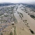 """<p class=""""Normal""""> Khu dân cư bên bờ sông Chikuma tại tỉnh Nagano, Nhật Bản bị ngập lụt nghiêm trọng trong ngày 13/10. Tối 12/10, siêu bão Hagibis mang sức gió tối đa 216 km/h tấn công Nhật Bản, gây ảnh hưởng nghiêm trọng tới thủ đô Tokyo và 6 tỉnh lân cận gồm Kanagawa, Saitama, Gunma, Shizuoka, Yamanashi và Nagano. Mưa kỷ lục, gió mạnh và ngập lụt nghiêm trọng đã diễn ra tại nhiều khu vực từ miền Trung tới Bắc.</p> <p class=""""Normal""""> Cơ quan khí tượng Nhật Bản đã đưa ra cảnh báo mức 5, mức cao nhất trong thang cảnh báo thiên tai 5 cấp của nước này. Siêu bão Hagibis là thảm họa thứ sáu được xếp vào hệ thống các """"thảm họa bất thường"""" kể từ khi chính phủ Nhật Bản lập ra hệ thống này sau trận động đất Hanshin kinh hoàng năm 1995. Ảnh: <em>Reuters</em>.</p>"""