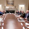 """<p class=""""Normal""""> Chủ tịch Hạ viện Mỹ Nancy Pelosi đứng lên, chỉ tay và nói với ông Donald Trump trong phiên họp về vấn đề Syria giữa các nhà lập pháp, tổng thống Mỹ và các thành viên của chính quyền ông Trump tại Nhà Trắng vào ngày 16/10. Cuộc họp được Nhà Trắng tổ chức chỉ vài giờ sau khi Hạ viện Mỹ thông qua nghị quyết lên án quyết định rút lính Mỹ khỏi Syria của ông Trump. Việc bỏ lại những người Kurd đã sát cánh cùng Mỹ chống lại IS trong nhiều năm qua vô tình tạo điều kiện cho Thổ Nhĩ Kỳ thực hiện chiến dịch quân sự tại khu vực này.</p> <p class=""""Normal""""> Bà còn cáo buộc Trump đã mở đường cho Nga can thiệp sâu hơn vào Syria và tuyên bố: """"Với ông, mọi con đường đều dẫn đến Putin"""". Đáp lại, Trump gọi Pelosi là """"chính trị gia hạng ba"""", khiến các thành viên đảng Dân chủ tức giận đứng dậy rời khỏi phòng họp. Ảnh: <em>Reuters</em>.</p>"""
