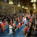 <p> Nữ hoàng Anh Elizabeth II cùng với con trai là Hoàng tử Charles trong lễ khai mạc Quốc hội mới 2019 - 2020 vào ngày 14/10. Trong bài phát biểu, Nữ hoàng cho biết ưu tiên của chính phủ Anh luôn là thực hiện Brexit vào ngày 31/10 tới nhưng sẽ tìm kiếm một quan hệ hợp tác thân thiện, bao gồm tự do thương mại với liên minh châu Âu. Việc toàn vẹn lãnh thổ là quan trọng nhất và chính phủ Anh đang tìm kiếm các giải pháp cho vấn đề mấu chốt hiện nay là Bắc Ireland. Ảnh: <em>Getty Images.</em></p>