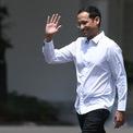<p> Nadiem Makarim vừa từ chức CEO của Go-Jek để tham gia nội các của Tổng thống Indonesia, Joko Widodo. Andre Soelistyo, Chủ tịch Go-Jek và Kevin Aluwi, đồng sáng lập công ty sẽ cùng nhau lãnh đạo doanh nghiệp trong giai đoạn tiếp theo với tư cách đồng CEO. (Ảnh: <em>Antara foto</em>)</p>