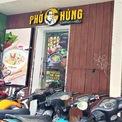 <p> Không chỉ chuỗi Món Huế, các cửa hàng Phở Ông Hùng cũng chung tình trạng đóng cửa không rõ lý do. Đây là 2 thương hiệu cùng thuộc về Công ty TNHH Chế biến Thực phẩm Huy Việt Nam (doanh nghiệp 100% vốn nước ngoài).</p>