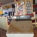 <p> Kệ đặt bàn trống trơ trước gian hàng kinh doanh. Chung tình trạng như các cửa hàng khác, chủ chuỗi hàng không thông báo về lý do nghỉ hay thời gian mở cửa trở lại.</p>