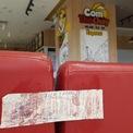<p> Hình ảnh tấm biển niêm phong khu vực cửa hàng được ký bởi đại diện cửa hàng và bộ phận bảo vệ tòa nhà. Ngày ký nhận đóng cửa là 20/10.</p>