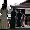 """<p> Nhật hoàng Naruhito kế vị, lấy niên hiệu là Lệnh Hòa (Reiwa), bắt đầu từ ngày 1/5. Năm 2019 được gọi là năm """"Lệnh Hòa nguyên niên"""" và nhà vua cũng sẽ được gọi là """"Lệnh Hòa Thiên hoàng"""".</p>"""