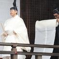 <p> Nhật hoàng Naruhito, 59 tuổi, được truyền ngôi hồi đầu tháng 5 sau khi cha của ông, người giờ đây là Thái thượng hoàng Akihito, chủ động thoái vị vì tuổi cao. Đây là lần đầu tiên trong 200 năm lịch sử Nhật Bản, một nhà vua chủ động nhường ngôi cho con.</p>