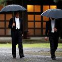 <p> Thủ tướng Nhật Shinzo Abe tiến đến nơi làm lễ.</p>