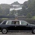<p> Trước đó, Nhật hoàng Naruhito đi bằng xe limousine đến hoàng cung. Ông và hoàng hậu Masako ngồi trên hai xe khác nhau.</p>