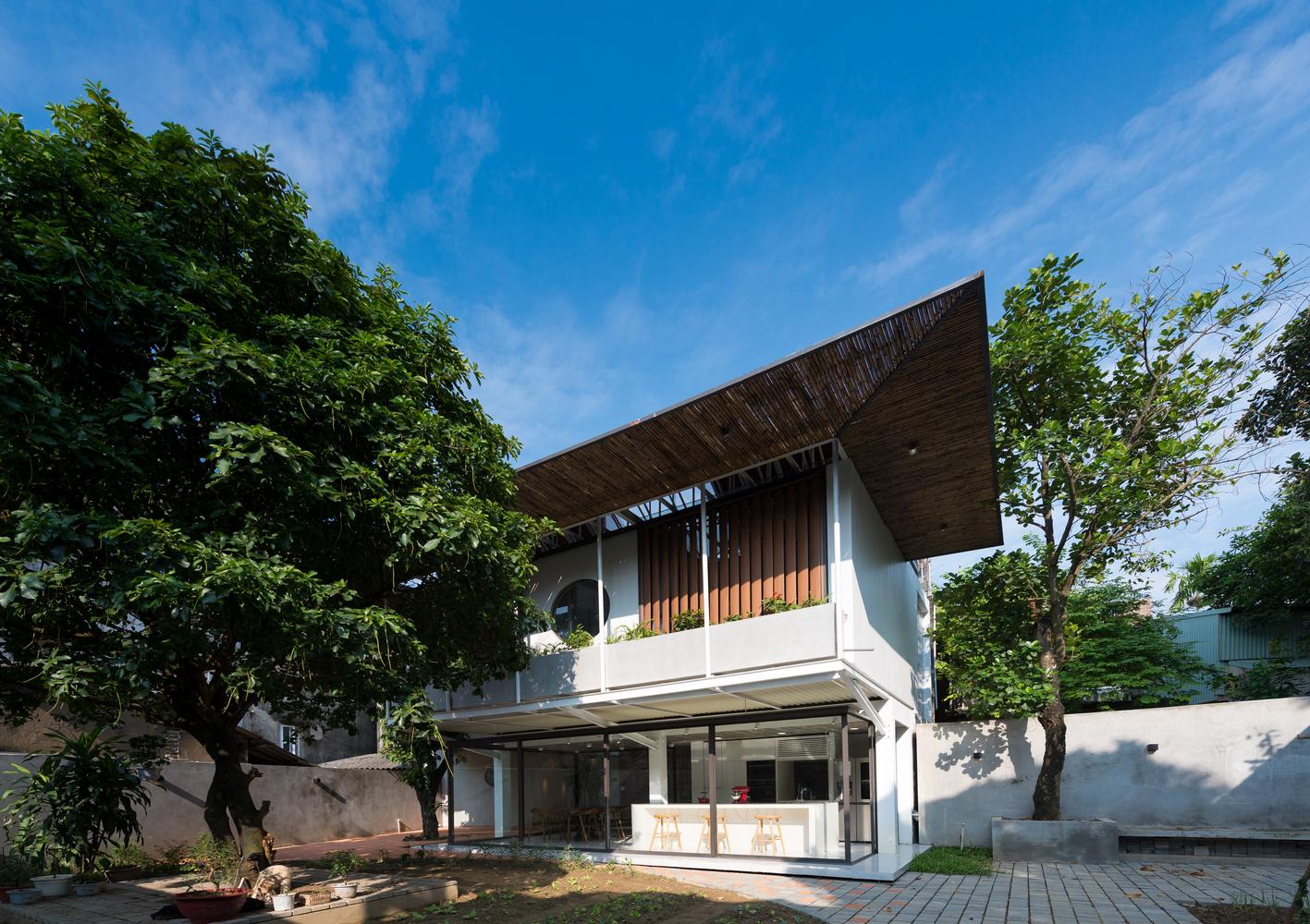 Ngôi biệt thự ẩn mình phía sau mặt tiền nhỏ hẹp ở Thái Nguyên