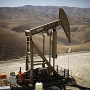 OPEC cân nhắc tiếp tục giảm sản lượng, giá dầu tăng