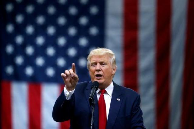 """Tổng thống Donald Trump đã liên tiếp có những """"can thiệp bằng lời nói"""" nhằm hạ giá đồng USD. Ảnh: Reuters."""