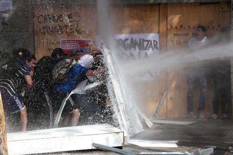 Thế giới tuần qua: Biểu tình bùng nổ ở nhiều nơi trên thế giới