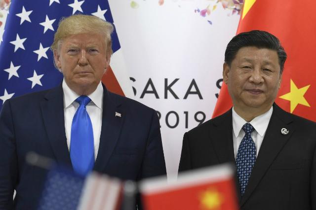 Tổng thống Mỹ Donald Trump (trái) và Chủ tịch Trung Quốc Tập Cận Bình. Ảnh: Reuters.