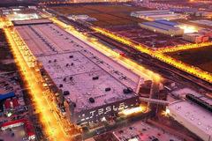 Elon Musk xây dựng một nhà máy sản xuất ôtô rộng hơn 800.000 m2 trong 168 ngày