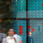 Chứng khoán châu Á rời đỉnh 3 tháng, chờ quyết sách của Fed