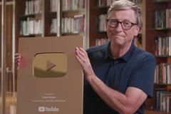 Bill Gates khoe nhận được nút vàng Youtube