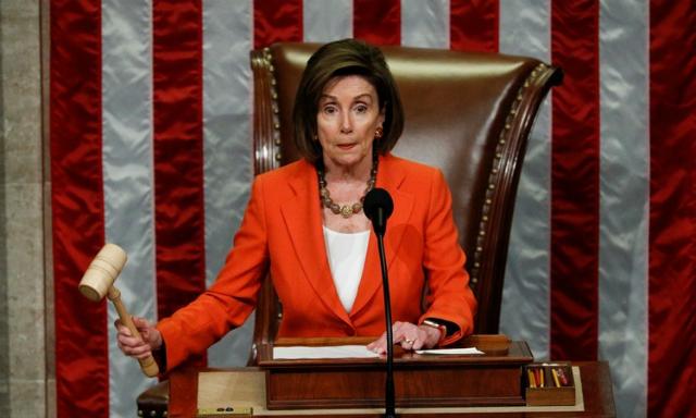 Chủ tịch Hạ viện Mỹ Nancy Pelosi tại cuộc bỏ phiếu ở tòa nhà quốc hội hôm nay. Ảnh: Reuters.