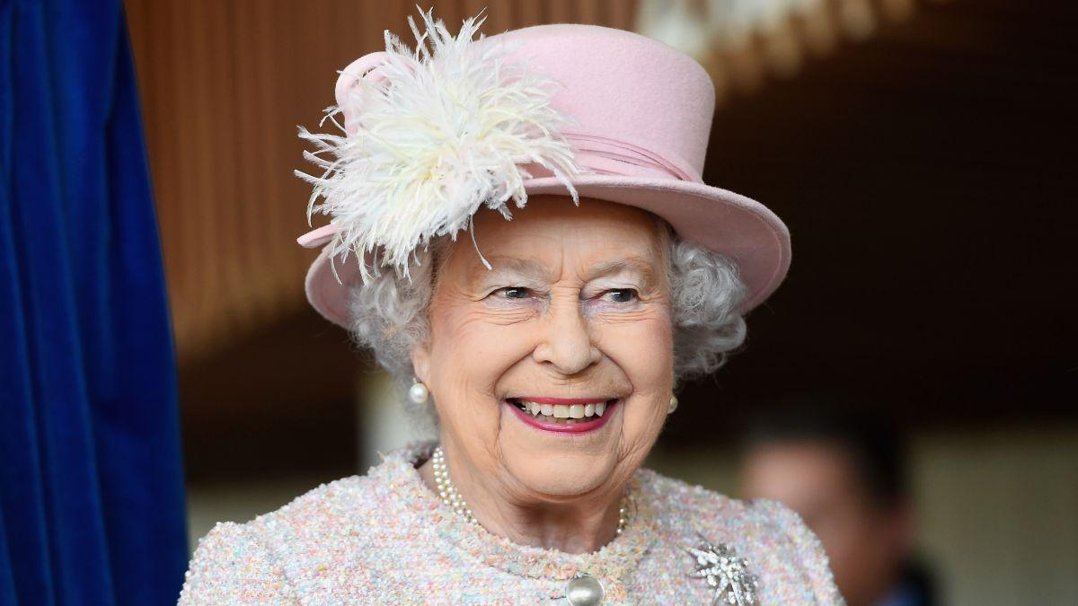 Chuyên gia phục trang tiết lộ 5 bí mật về Nữ hoàng Anh