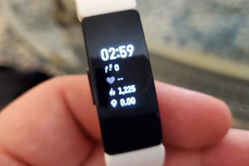 Google thâu tóm Fitbit, trực tiếp đấu Apple về đồng hồ thông minh