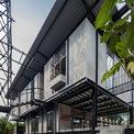 <p> Ý tưởng chính của chủ nhà và kiến trúc sư là tạo ra một nhà sàn hiện đại, gồm 2 khối hình chữ nhật gắn kết với nhau.</p>