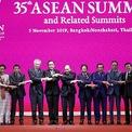 """<p class=""""Normal""""> Lễ khai mạc Hội nghị Cấp cao ASEAN 35 tại Thái Lan vào ngày 3/11. Trong diễn văn khai mạc, Thủ tướng Thái Lan Prayut Chan-o-cha nhấn mạnh: """"Chúng tôi tập hợp tại đây trong quan hệ đối tác và tình hữu nghị với thế giới để biến khu vực thành một nơi tốt đẹp hơn cho tất cả mọi người"""". Ngay sau lễ khai mạc, các nhà lãnh đạo ASEAN dự các Hội nghị Cấp cao ASEAN - Trung Quốc lần thứ 22, ASEAN - Ấn Độ lần thứ 16, ASEAN - Liên hợp quốc lần thứ 10.<br /><br /><span>Trước đó, vào tối 2/11, các nhà lãnh đạo Hiệp hội các quốc gia Đông Nam Á (ASEAN) đã chính thức bắt đầu phiên họp toàn thể, với nội dung chính là các vấn đề an ninh, phát triển bền vững và môi trường cũng như rác thải ra đại dương. Ảnh: <em>ABS-CBN News.</em></span></p>"""