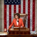 """<p class=""""Normal""""> Người phát ngôn của Hạ viện Mỹ Nancy Pelosi trong ngày 31/10. Hạ viện bỏ phiếu thông qua điều tra luận tội Trump hôm nay, với 232 phiếu thuận và 196 phiếu chống. Với kết quả này, Hạ viện Mỹ chính thức mở ra một giai đoạn mới và công khai trong cuộc điều tra Trump, liên quan tới cuộc điện đàm hồi tháng 7 giữa ông với Tổng thống Ukraine Volodymyr Zelensky. Trump được cho là đã hối thúc Zelensky điều tra Joe Biden, ứng viên hàng đầu của đảng Dân chủ trong cuộc đua vào Nhà Trắng năm 2020, để phục vụ mục đích chính trị cá nhân.<br /><br /><span>Ngay sau cuộc bỏ phiếu tại Hạ viện, ông Trump đăng Twitter, gọi việc luận tội là """"cuộc săn phù thủy lớn nhất"""" trong lịch sử nước Mỹ. Ảnh: <em>AP</em>.</span></p>"""