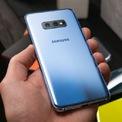 """<p class=""""Normal""""> <strong>6.<span> </span>Samsung Galaxy S10e</strong></p> <p class=""""Normal""""> Giá khởi điểm: 750 USD</p> <p class=""""Normal""""> <strong>Điểm cộng</strong>: Giá cả phải chăng; Trang bị Snapdragon 855 tương tự Galaxy S10; Chống nước IP68; Sạc ngược không dây.</p> <p class=""""Normal""""> <strong>Điểm người dùng có thể không thích</strong>: Màn hình độ phân giải 1.080p. (Ảnh: <em>BI</em>)</p>"""