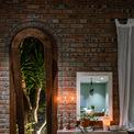 <p> Phòng khách khá rộng rãi, trưng bày nội thất bằng gỗ tự nhiên, hài hòa. Khi xây dựng và thiết kế, gia chủ quan niệm đây sẽ không chỉ là một ngôi nhà để sống, mà còn là nơi xây dựng tình yêu, tình bạn thân thiết và lưu giữ những khoảnh khắc đẹp.</p>