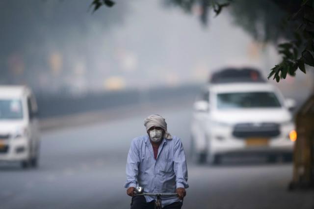 New Delhi thường chìm trong khói bụi vào mùa đông. Ảnh: AFP.