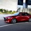 <p> So với thế hệ cũ vẫn sử dụng đèn Halogen, Mazda3 mới dùng công nghệ LED cho cả đèn pha và đèn hậu. Xe cũng trang bị một số tính năng như đèn pha tự động bật/tắt, tự cân bằng góc chiếu.</p>