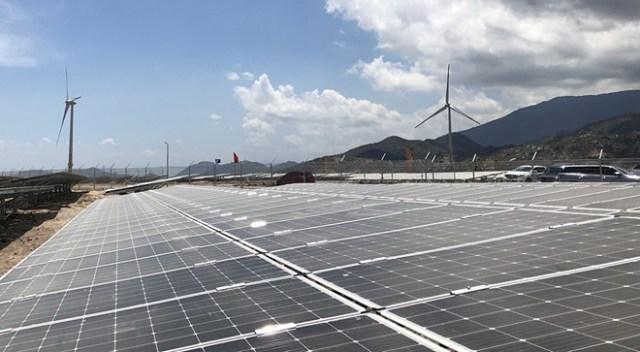 Bộ Công Thương đề xuất phê duyệt thêm 11.000 MW điện gió, mặt trời
